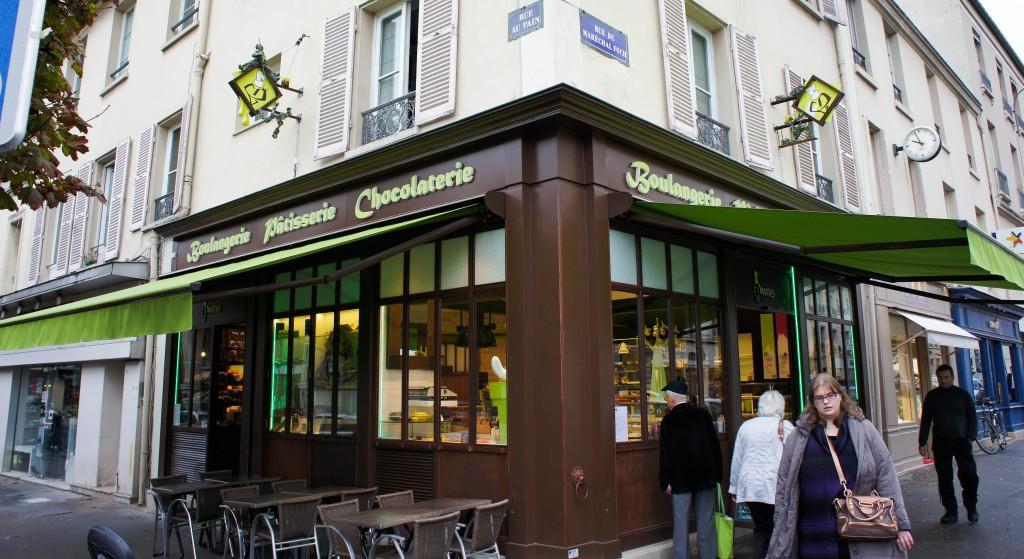 A Versailles, la Boulangerie Darras est parvenue à imprimer sa marque et son image grâce à un agencement correspondant aux aspirations de l'artisan.