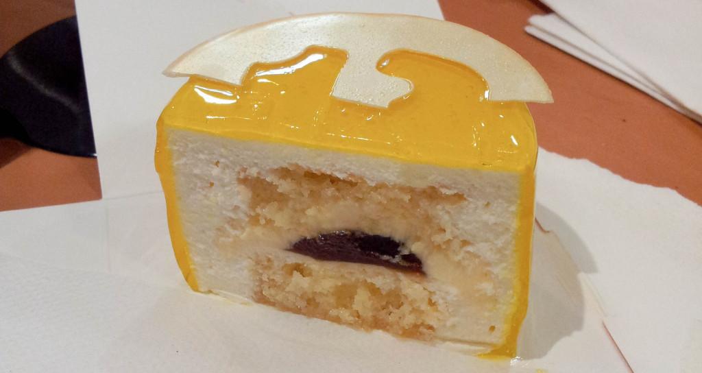 Intérieur du gâteau Liban 2013, Acide Macaron
