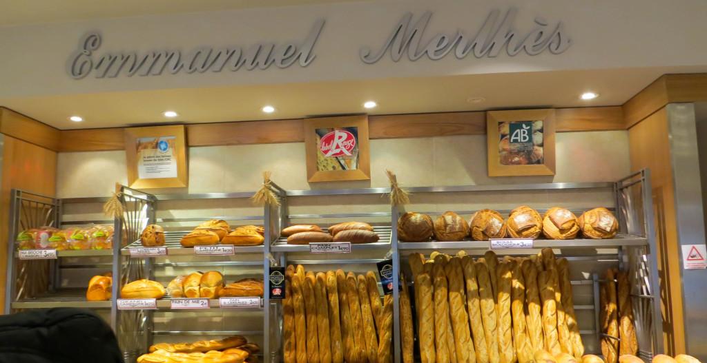 """Le pain chez Emmanuel Merlhès : baguette de Tradition Bagatelle, boule Bio, pavé Lorrain aux figues, brioche """"maison""""..."""