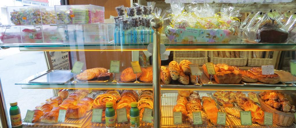 Viennoiseries, Le Bosphore... et la vue sur le Fournil, Boulangerie Degrolard, Taverny (95)