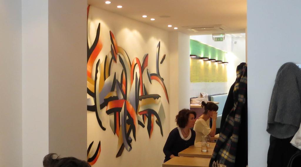 """Presque une figure imposée chez Acide, on retrouve un """"graf"""" dans ce nouveau salon de thé."""