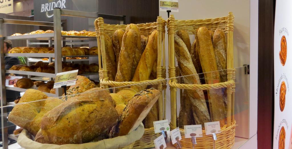 """Ah, l'un de nos """"140 meilleurs boulangers français"""" s'est associé à Bridor pour créer des pains : forcément, cela donne une autre dimension à l'industriel."""