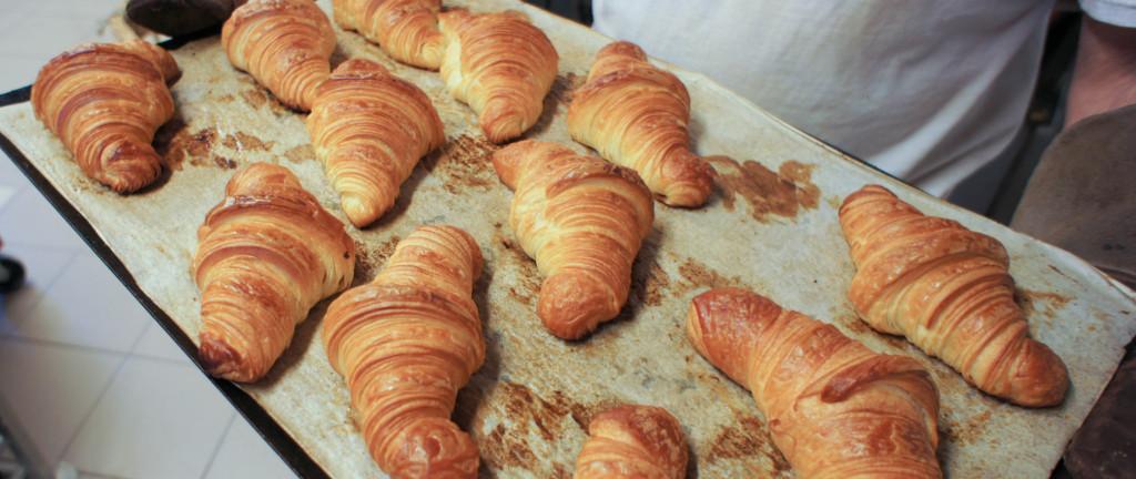 Croissants tout juste sortis du four chez Eric Marché à Nantes