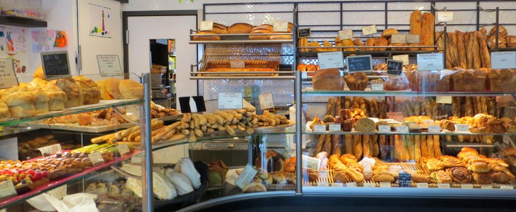 Les pains et viennoiseries ne sont pas en reste côté choix, avec de nombreuses déclinaisons plus ou moins gourmandes.