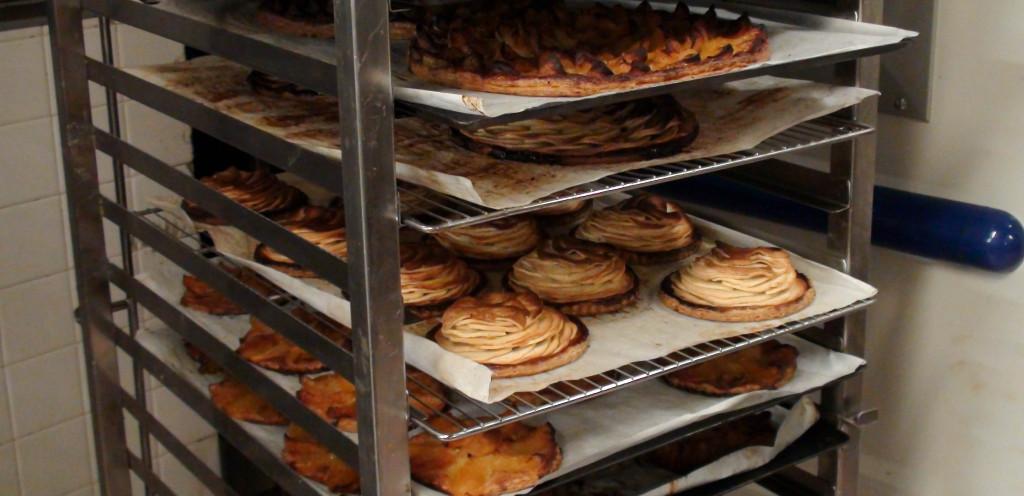 Les tartes fines aux pommes rencontrent un fort succès dans les différentes maisons Landemaine, à juste titre : bien caramélisées, ce sont des gourmandises redoutables et accessibles.