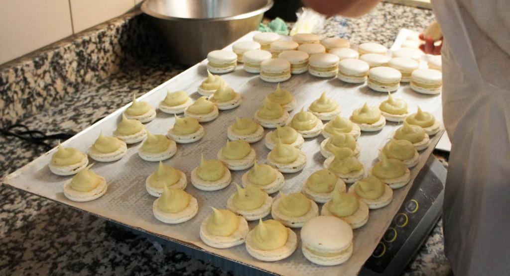 Les macarons représentent 30% de l'activité pâtisserie de la maison. Un chiffre important, qui justifie une production quotidienne et intensive.