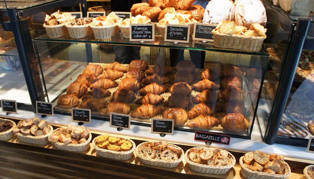 Les viennoiseries ne manquent pas d'allure, bien dorées et façonnées. La dégustation de pain est également bien mise en avant.