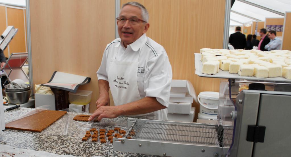 Des démonstrations autour des confiseries sont organisées par un formateur partenaire des Moulins Foricher. Guimauves, caramels, chocolats... L'idée est de démontrer que ces produits peuvent être faits maison sans grande difficulté, pour développer le chiffre d'affaires avec des produits simples et savoureux.