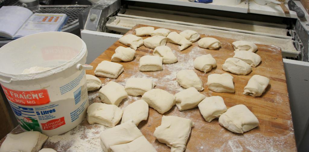 Les pâtons attendent sagement d'être façonnés pour devenir de beaux pains...