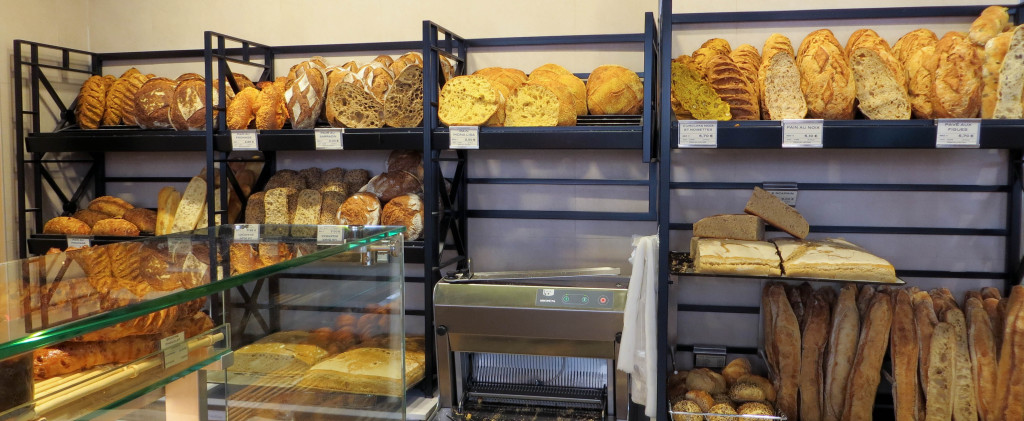 Des pains variés, entre les classiques et les signatures. La Baguette Honoré(e) est en réalité une Malesherbes habilement renommée.