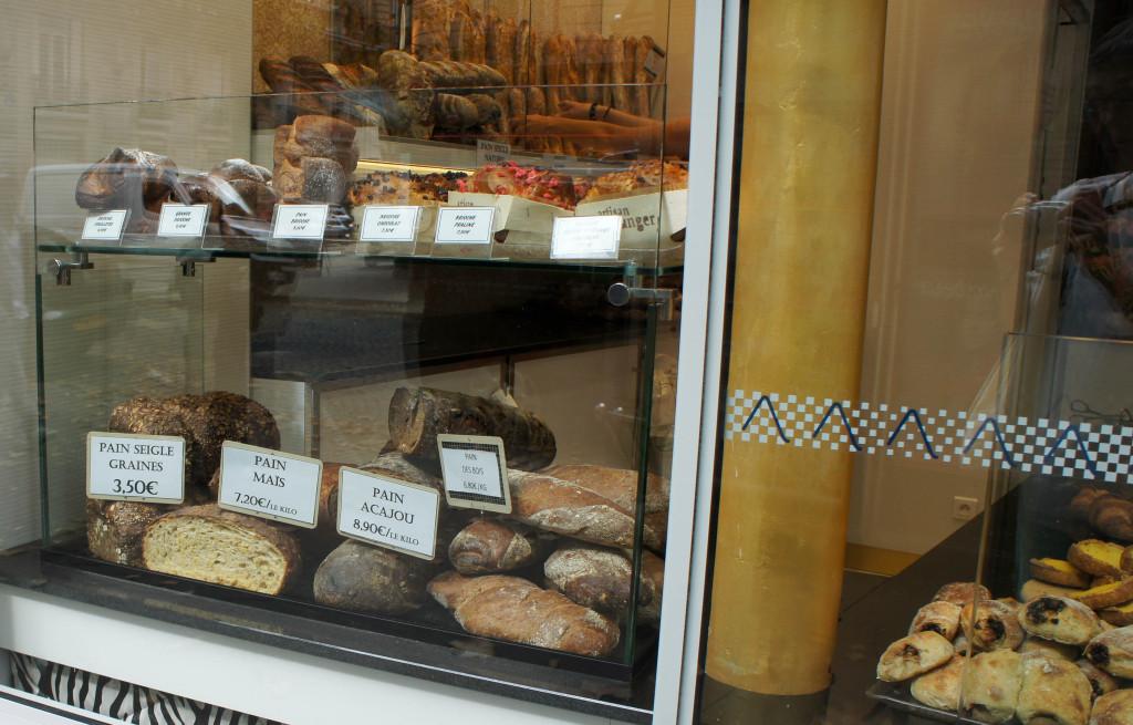 Les pains et brioches nous accueillent depuis la rue : un bon point, les fondamentaux sont ainsi bien mis en valeur et l'on sait immédiatement que l'on entre dans une boulangerie... et pas dans une bijouterie comme les boutiques Mosaïc nous le font parfois croire.