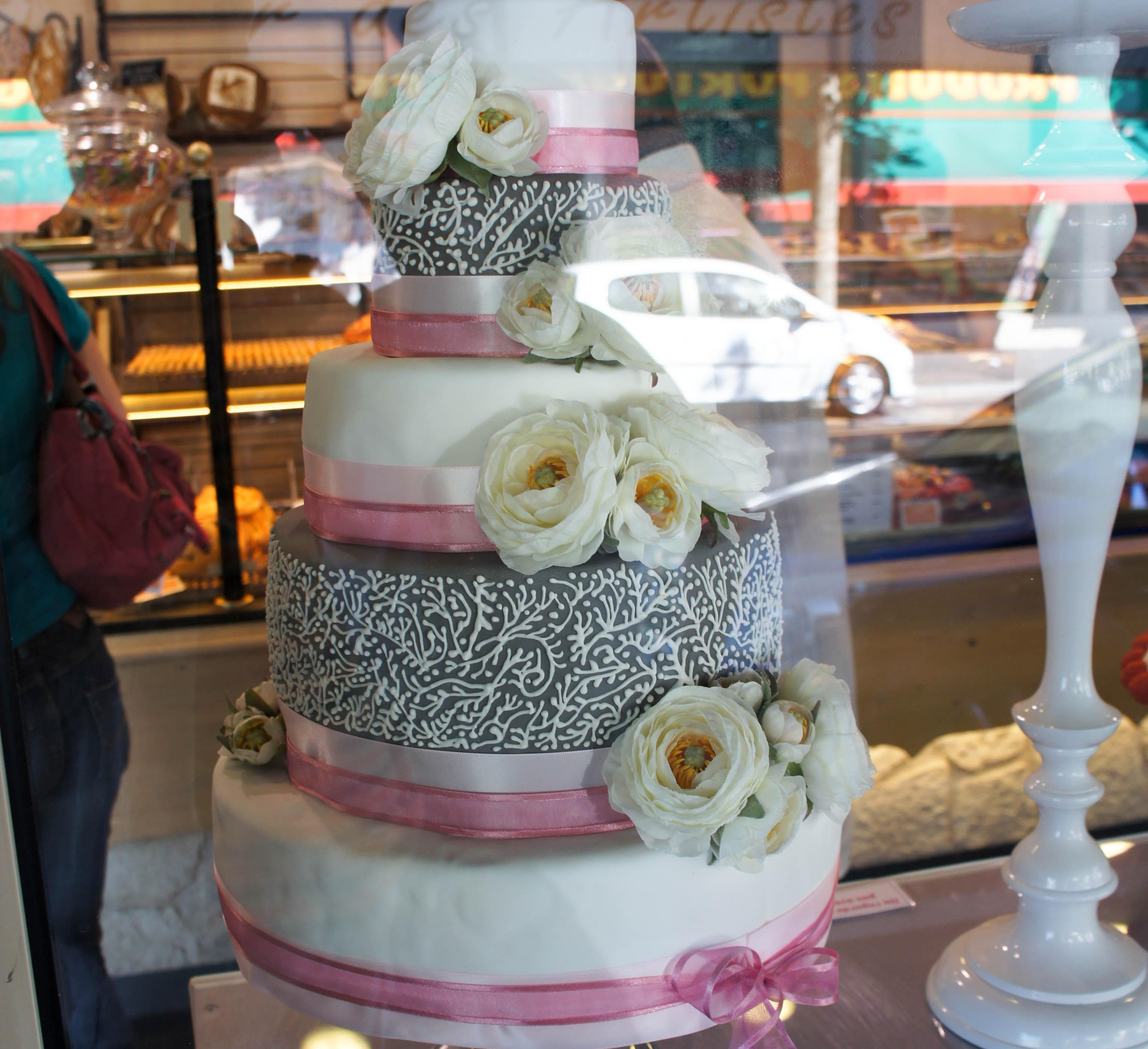 Un wedding cake en vitrine, L\u0027Atelier des Artistes