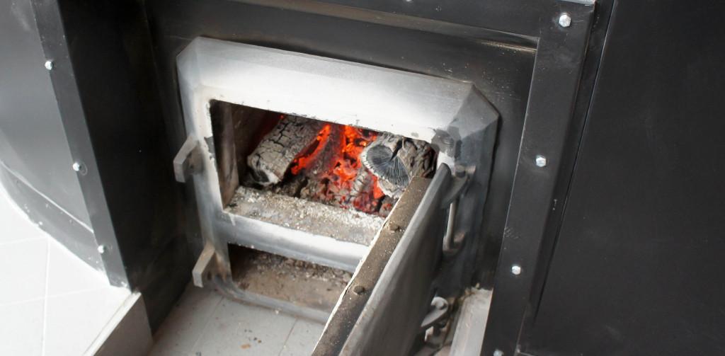 Les ouvriers boulangers doivent porter une attention particulière au foyer du four.