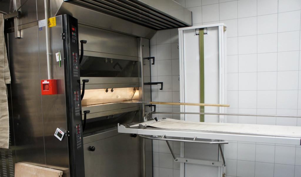 Un four à sole traditionnel a été installé pour la cuisson des bases de pâtisserie ainsi que des viennoiseries... même si ces dernières pourraient, à terme, rejoindre le four à bois.