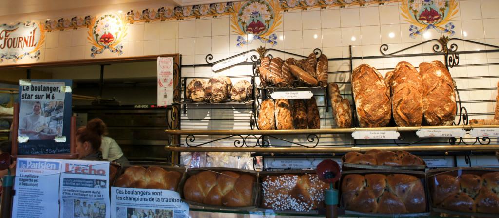 Brioches, pains... et articles de presse. De la nourriture pour le corps et l'esprit.