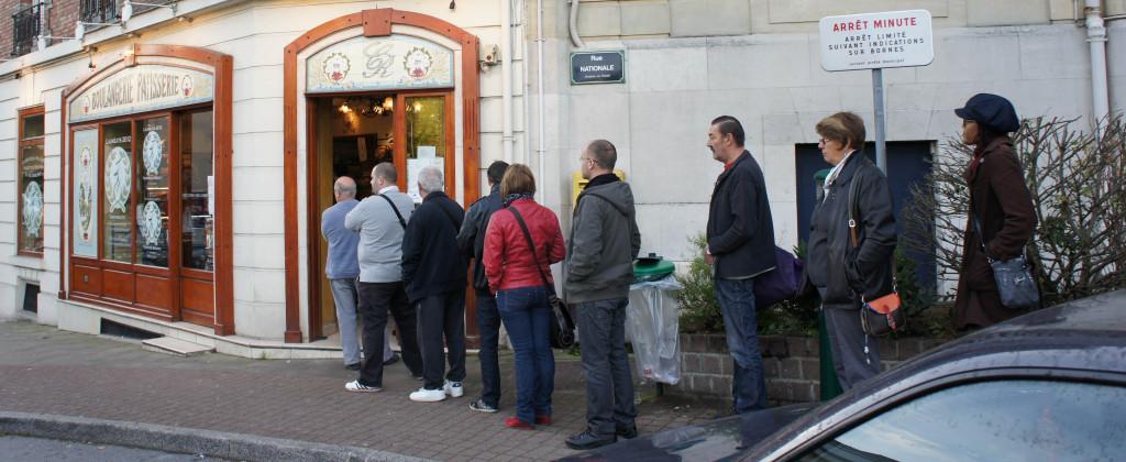Il n'était pas très tard, mais la file était déjà longue devant la boutique en ce samedi 19 octobre.