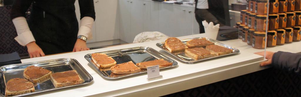 Non les enfants, ce n'est pas du Nutella mais de la pâte à tartiner Cluizel sur du pain Poilâne !