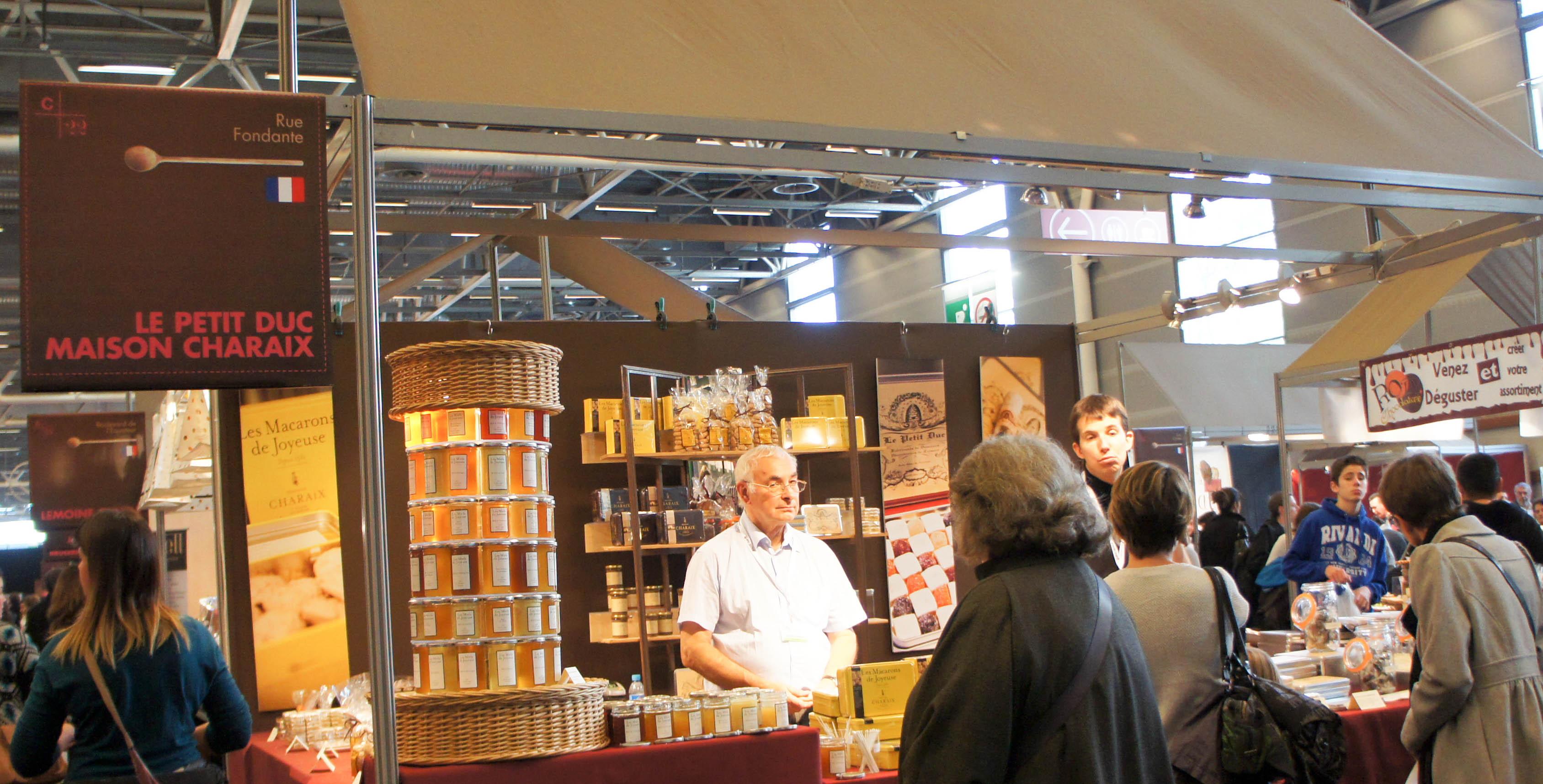 Stand maison charaix petit duc salon du chocolat 2013 for Stand de salon