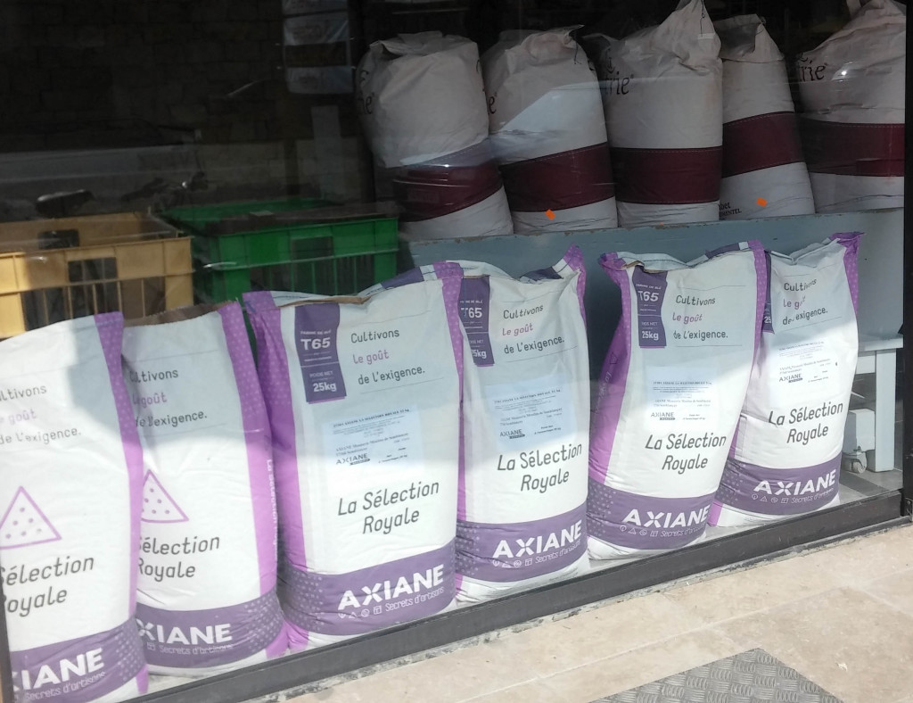 Christian Nardeux est également livré en farine par Axiane Meunerie. Certains acteurs de la profession savent ouvrir le robinet à farine sans ménagement.