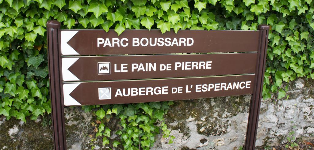 Ici, le Pain de Pierre est une institution, au point d'avoir son propre panneau indicateur !