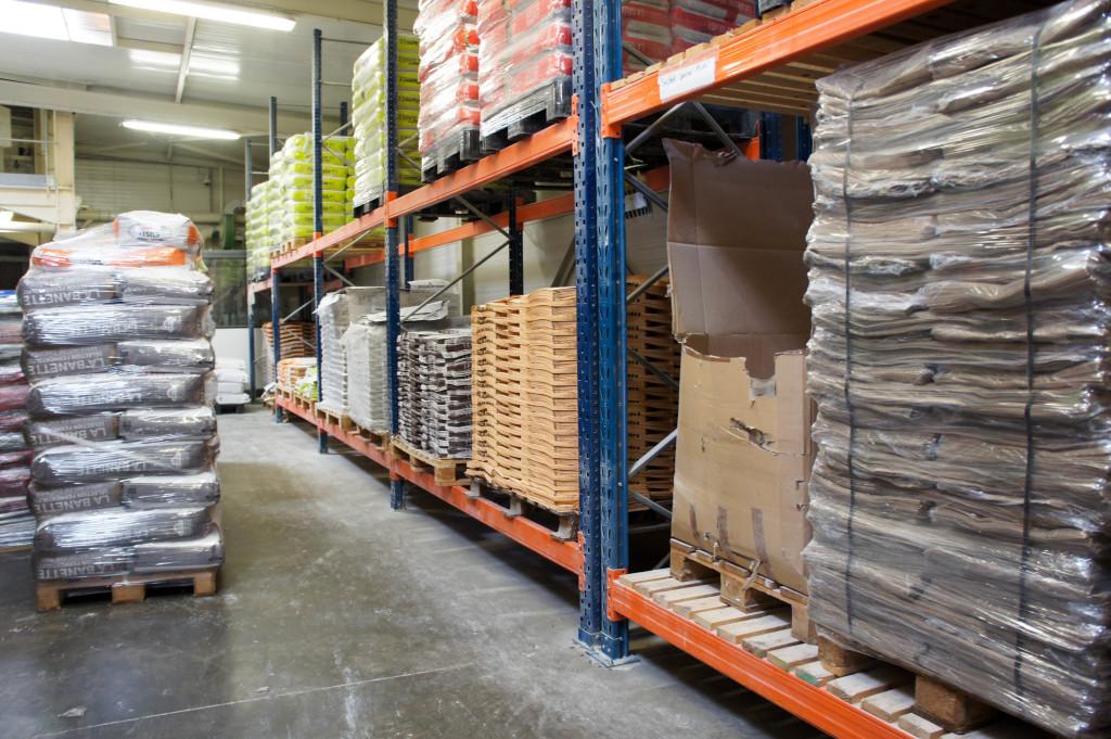 Cet été, le magasin de stockage et la zone d'emballage vont connaître d'importants travaux. La production va être interrompue, et les équipes se préparent dès à présent.