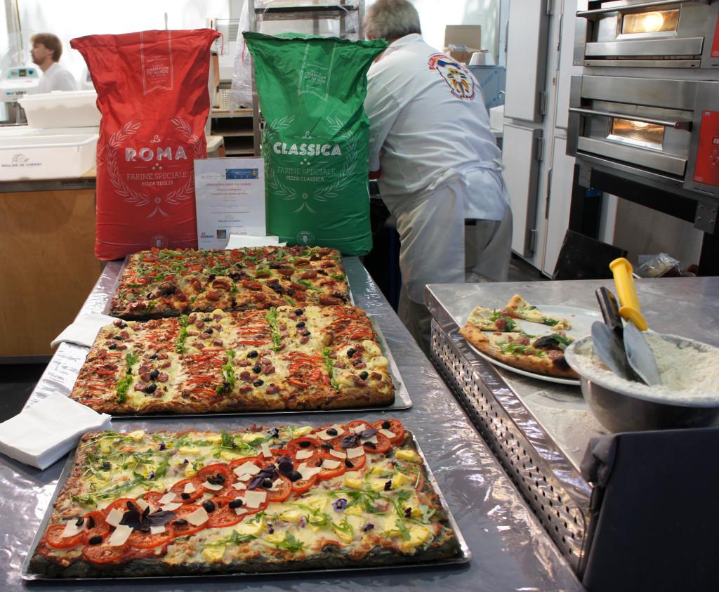 """Les fameuses pizzas """"teglia"""" très colorées de Thierry Graffagnino."""