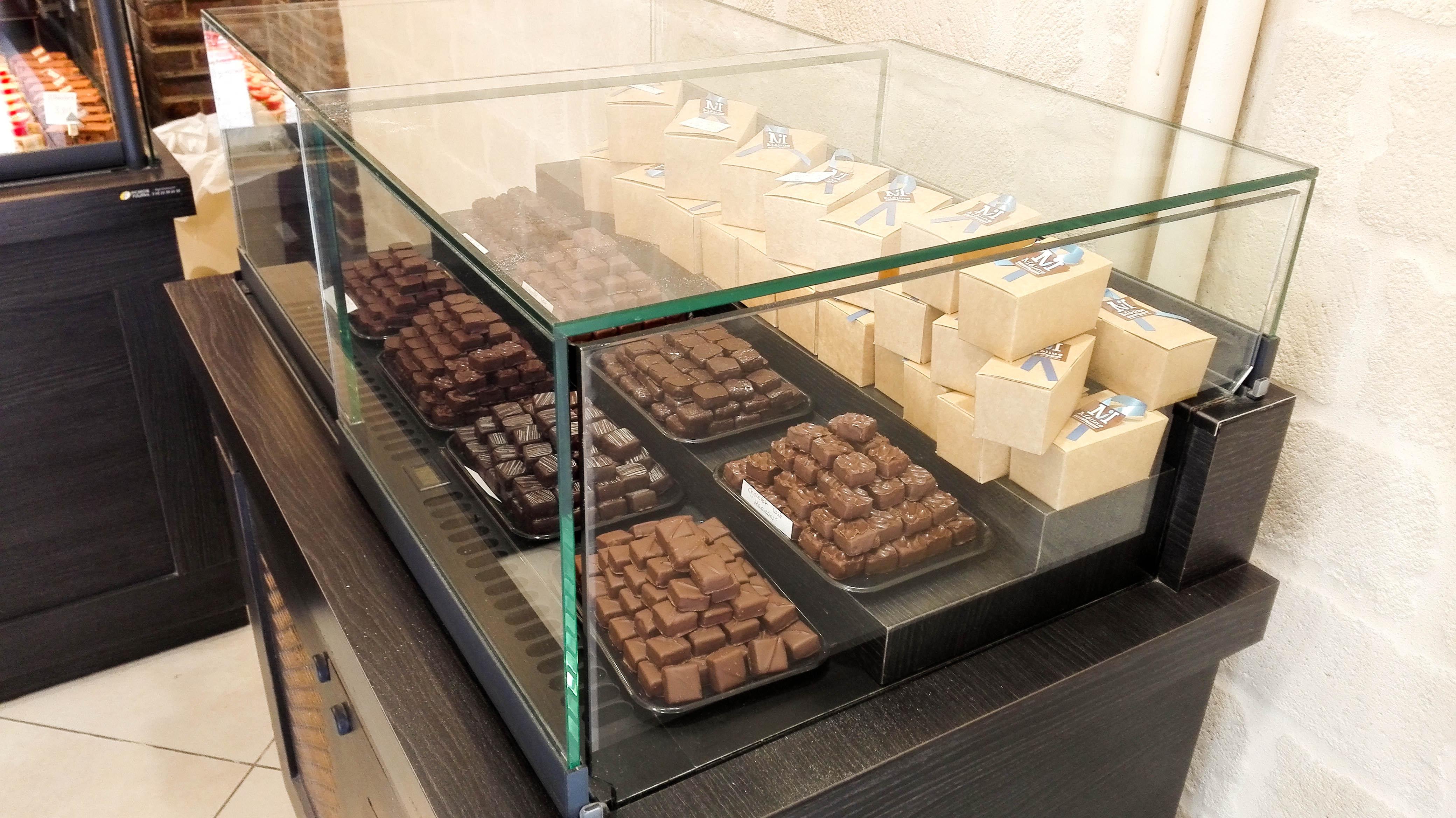 vitrine chocolats boulangerie m line compi gne 60. Black Bedroom Furniture Sets. Home Design Ideas