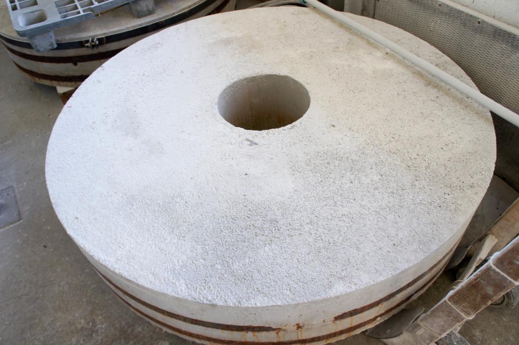 Une meule, fabriquée dans l'Ain.