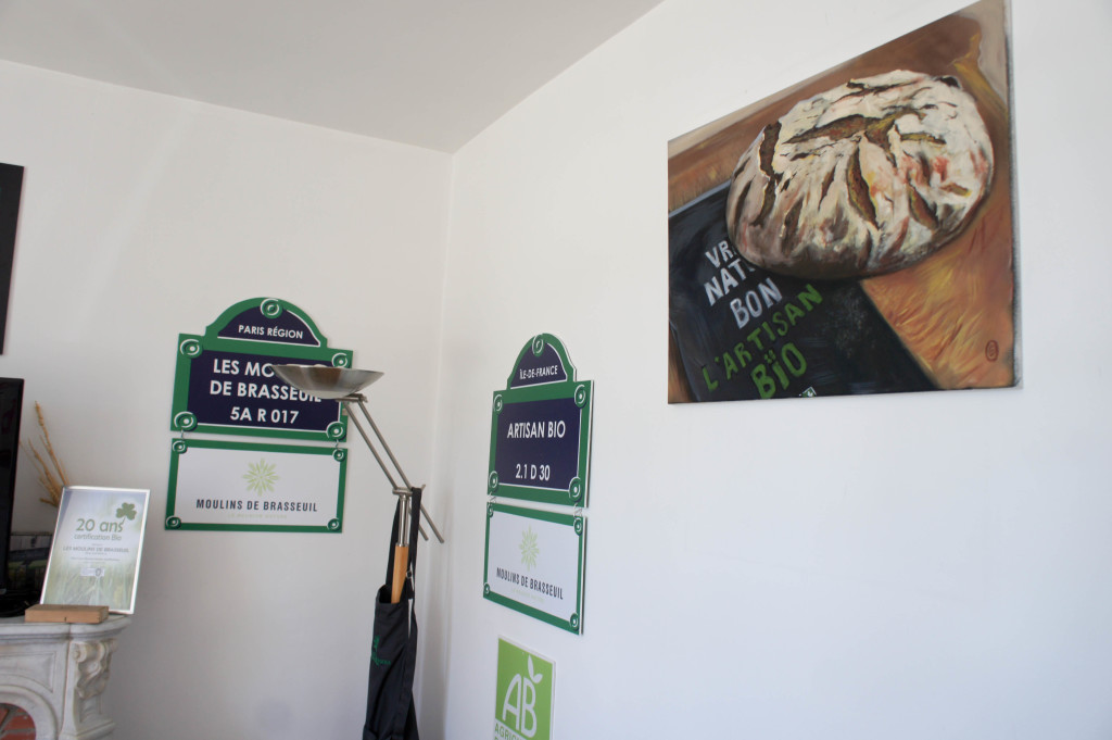 Dans les bureaux, on retrouve des souvenirs des stands de certains salons : SIAL, SIRHA, ... Les Moulins de Brasseuil communiquent sur leur démarche Bio et locale.