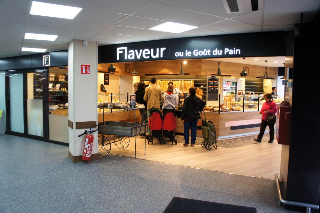 On peut passer directement du Carrefour Market à la boulangerie Flaveur... tellement pratique !