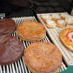 Pour pour l'épiphanie : des déclinaisons de galettes : briochées, crème d'amandes ou façon brownies...