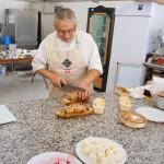 Gérard Barse, formateur en pâtisserie et champion d'Europe de pièce artistique en sucre. Il présentait une large gamme de douceurs, allant des cakes aux multiples saveurs et textures à la guimauve.