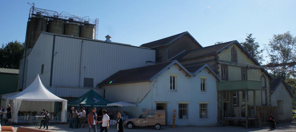 Le moulin et ses silos.