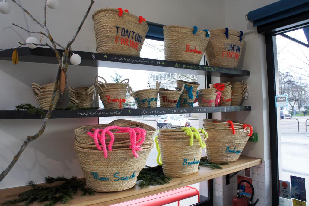 Chez Tonton Farine, on a le sens du merchandising ! Des sacs sont disponibles à la vente, de véritables pièces uniques tout à fait inscrites dans l'esprit des lieux.