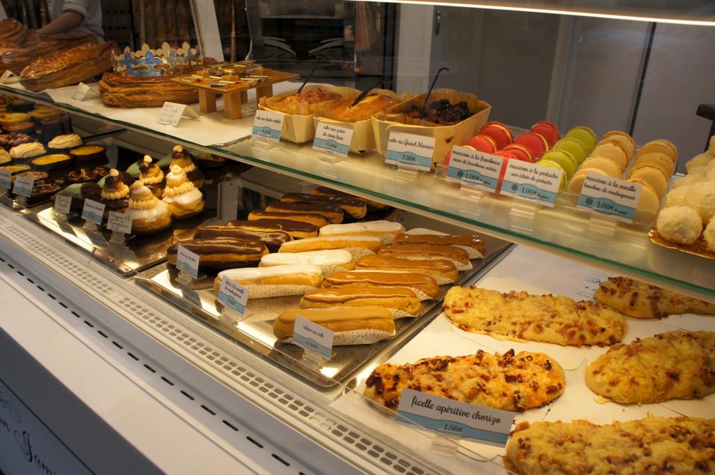Cakes, pâtisseries fines, macarons... le savoir-faire sucré de Pascal Jamin s'exprime dans cette vitrine.