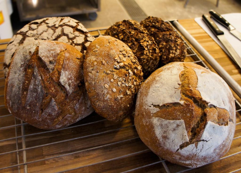 Seigle, campagne, pain noir ou aux céréales, la gamme est variée.