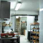 Le laboratoire a été entièrement remis à neuf, que ce soit pour la partie boulangerie ou pâtisserie. Le personnel dispose ainsi de conditions de travail agréables et d'outils adaptés : c'est ainsi que l'on aboutit à des produits de qualité.