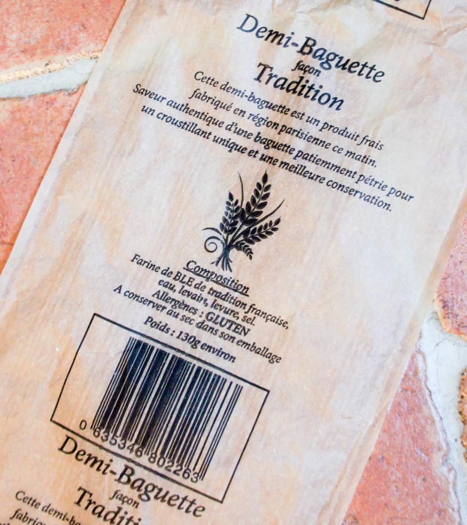 """LPB ne manque pas de formules pour vanter la qualité de son produit, comme en atteste l'emballage des baguettes """"façon Tradition"""" : """"patiemment pétrie"""" (oui les machines sont patientes, promis), """"saveur authentique""""..."""