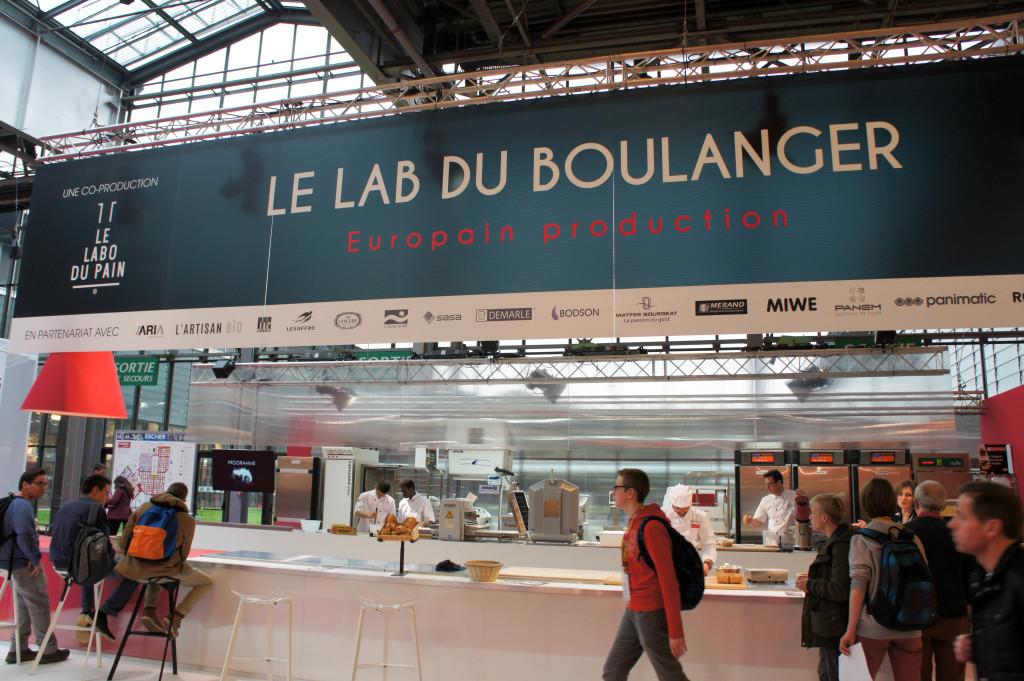 Le Lab du Boulanger, une nouveauté sur Europain 2016. Pendant 5 jours, des ateliers et démonstrations ont été organisés pour traiter des actualités et tendances de la boulangerie : viennoiseries créatives, digital, levain, pain bio, ...