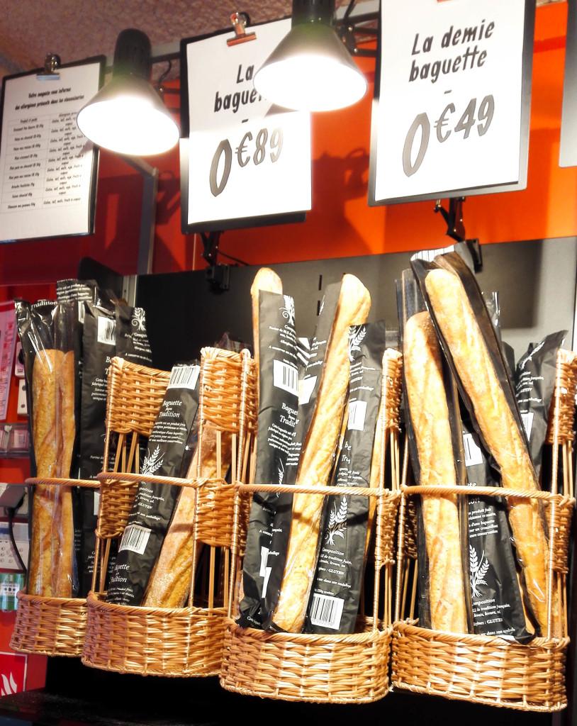 Des baguettes LPB dans une supérette parisienne.