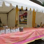 Dans la cour du château, un stand avait été installé pour expliquer aux visiteurs la mouture des céréales et ainsi aller du grain au pain.