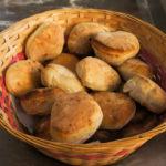 Les fouées, tout juste sorties du four et prêtes à être garnies de gourmandises salées ou sucrées.