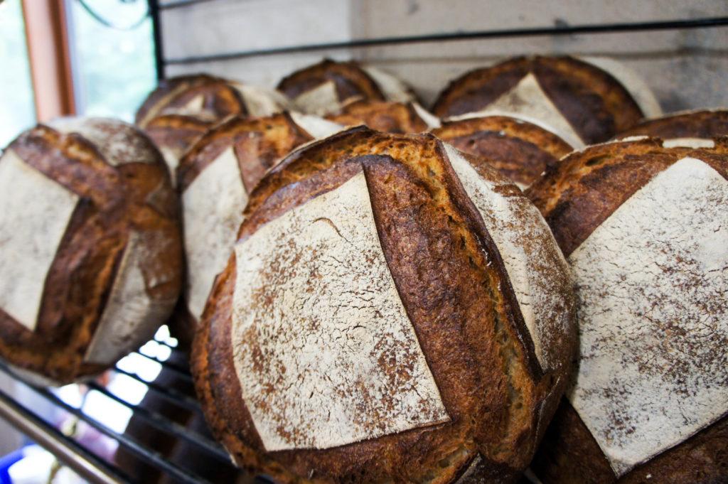 La tourte de Meule à base de farine CRC et Label Rouge. La farine de Meule est écrasée par la Minoterie Bourseau, qui a rejoint dès sa mise en place la certification Label Rouge sur ce produit en 2015.