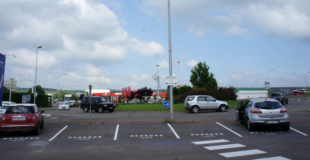 Le parking et ses places réservées : un atout pour l'attractivité du commerce.