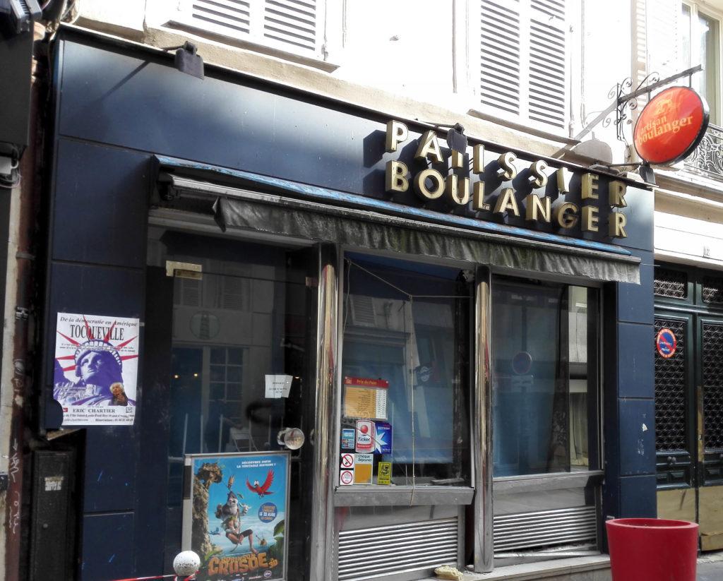 Le 12 rue Cadet en Avril, avant les travaux. La boutique ré-ouvrira la semaine prochaine, dans un style similaire aux autres boulangerie La Parisienne.