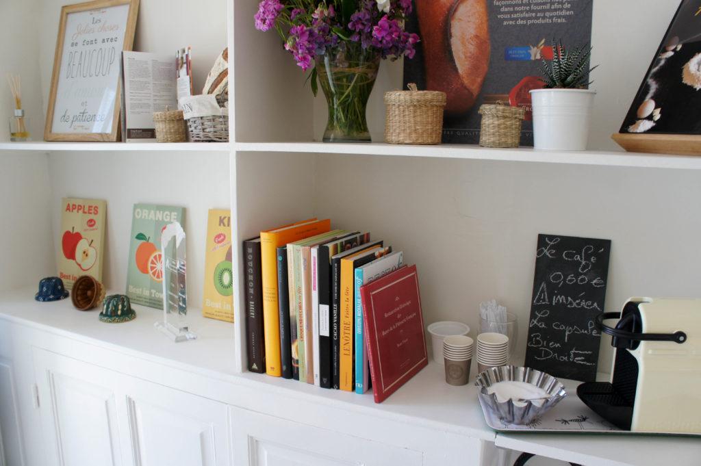 Des livres qui racontent des histoires : il y a bien sûr le livre rédigé par Richard Ildevert et Berry Farah au sujet des textures, mais aussi des ouvrages liés à Lenôtre, au chocolat...