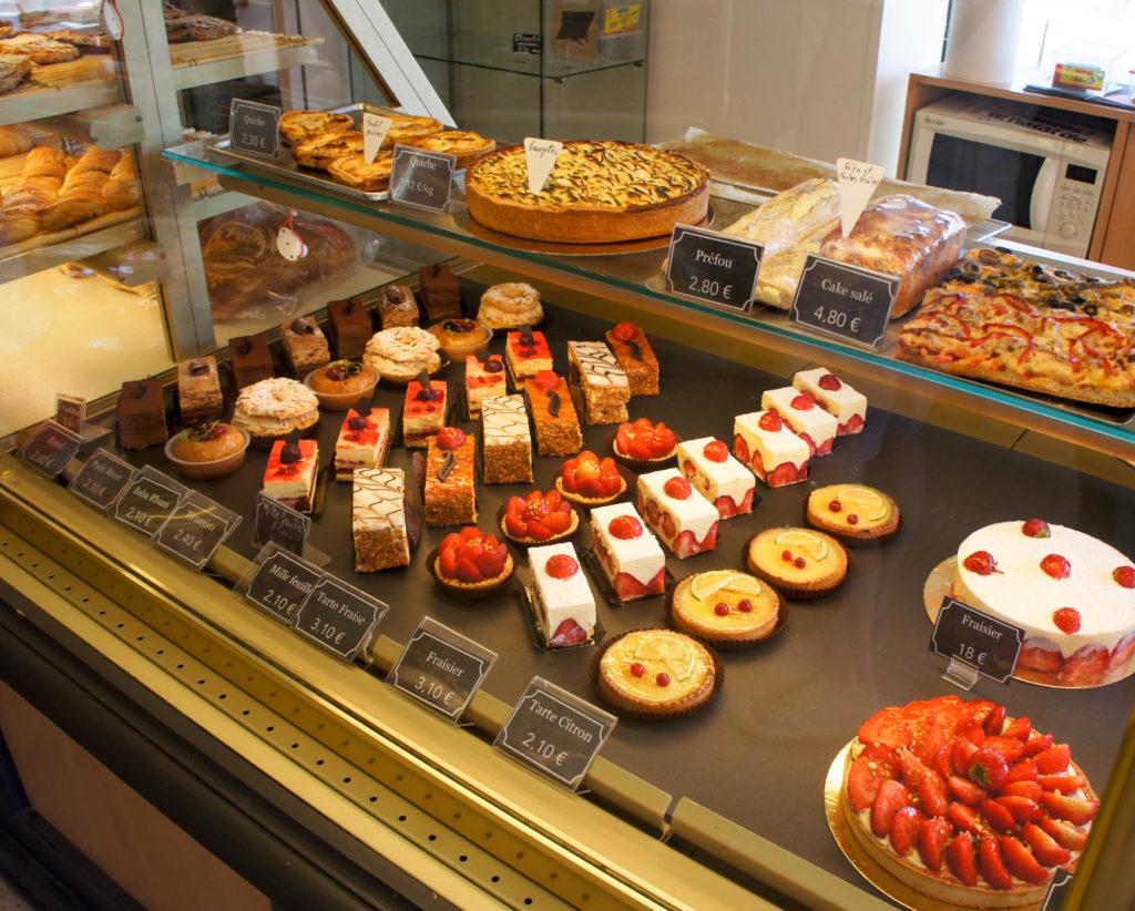 Une gamme de pâtisserie traditionnelle, avec des fruits de saison.