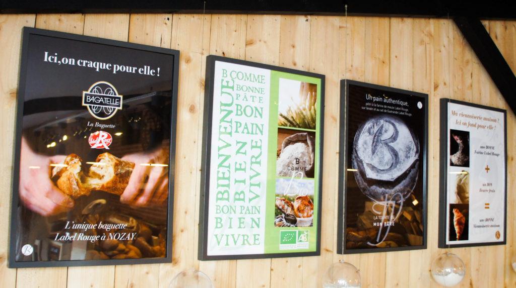 Quelques affiches présentées dans la Boulangerie de Mon Père : la plupart sont personnalisées pour le client.