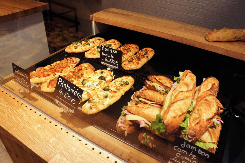 L'offre snacking s'articule autour des sandwiches et des tartines.